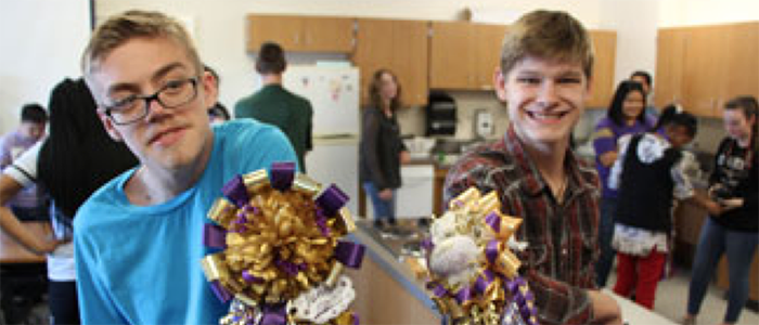 KISD: Timber Creek HS PTSA Makes Special Mum Delivery