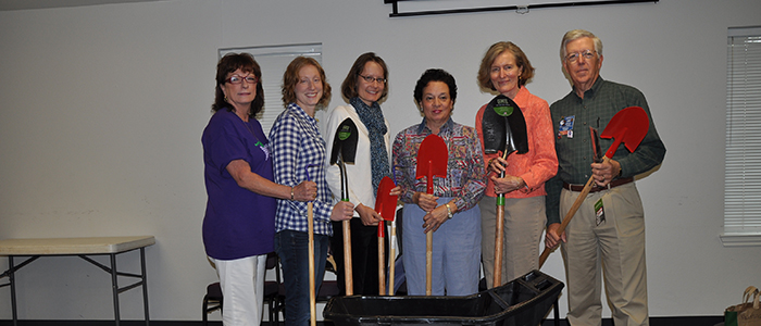 GRAPEVINE GARDEN CLUB RECEIVES TOOL GRANT FROM THE AMES COMPANIES, Inc.