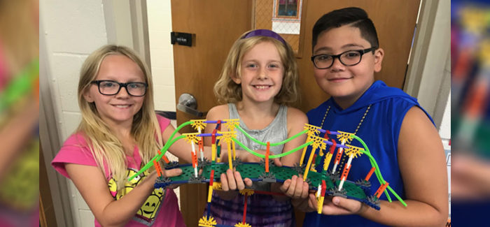 HEB ISD: Donna Park 3rd Graders Build Bridges to Hold Dictionaries